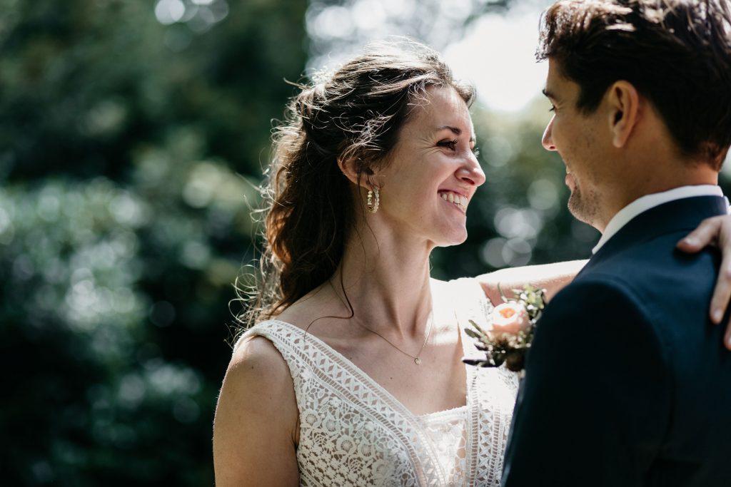 Zomerbruiloft bruidspaar