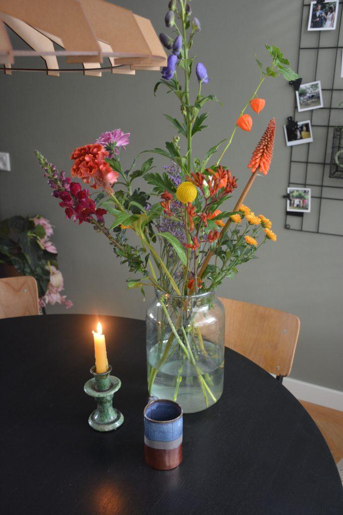 klaar voor het najaar met herfstbloemen